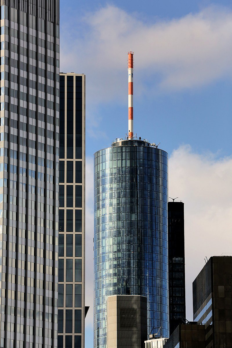 red and white stripes (Maintower, Frankfurt/Main)